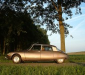 Classic-Citroen-DS-Car