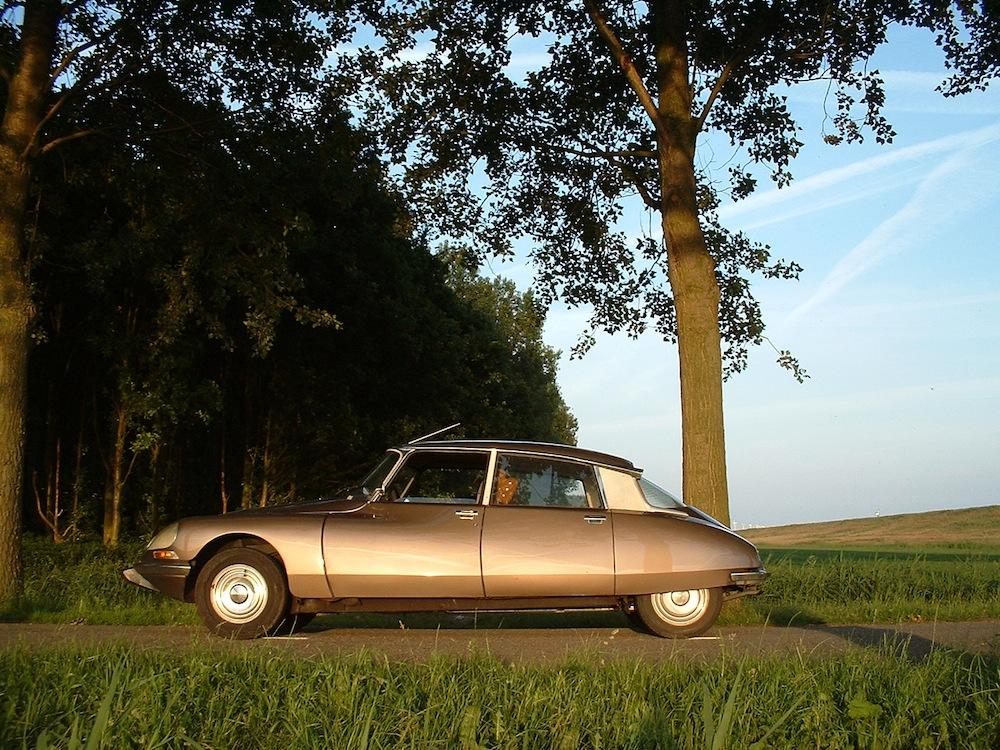 Classic-Citroen-DS-Car