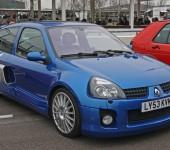 Blue-Renautl-Clio-V6